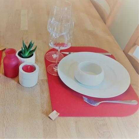 Dækkeservietter i rød filt